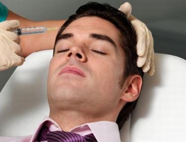 Para Pria Melakukan Lima Perawatan Ini di Salon
